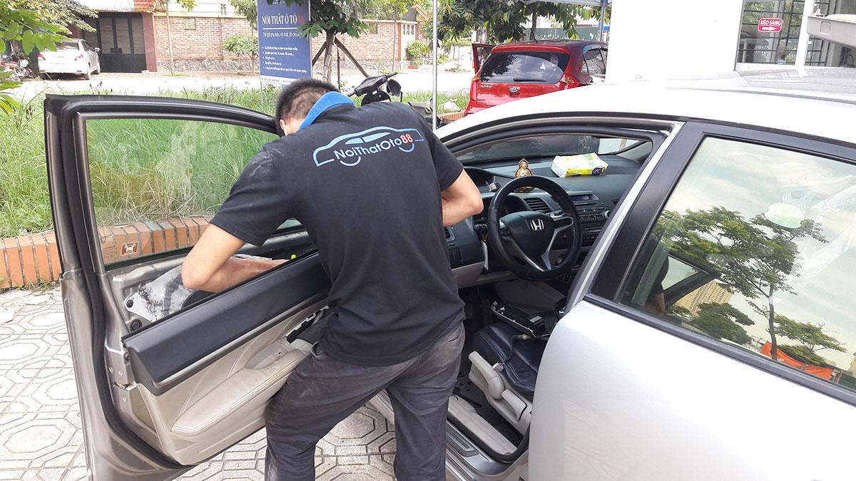 Dán phim cho xe ô tô Innova