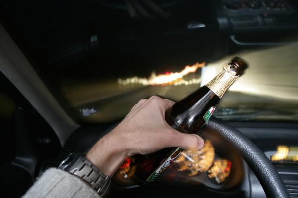 Không nên uống rượu bia khi lái xe