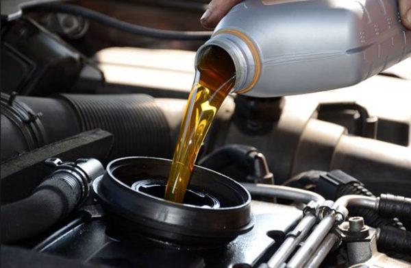 Khi nào cần thay dầu động cơ ô tô