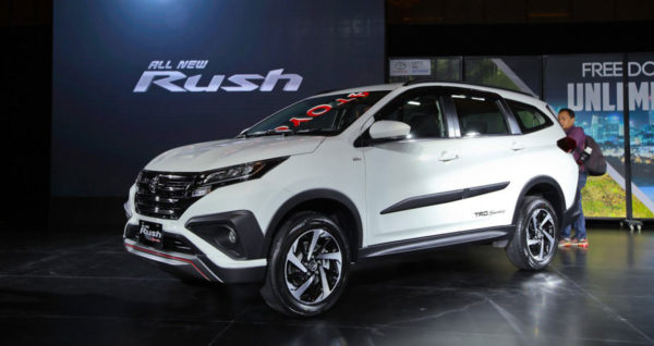 Xe 7 chỗ giá rẻ Toyota Rush