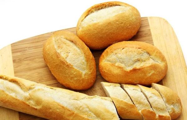 chống say xe bằng bánh mì