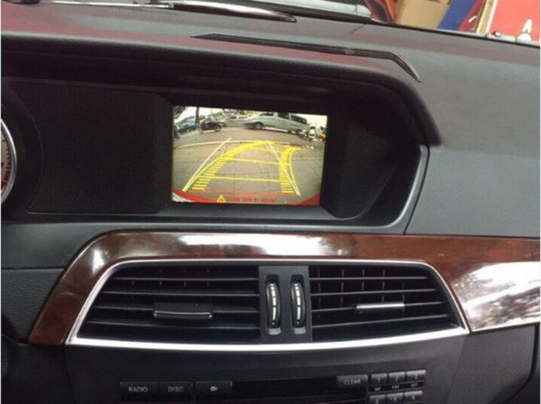 Camera lùi cho xe ô tô
