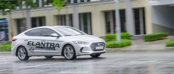 Xe ô tô tiết kiệm nguyên liệu Hyundai Elantra