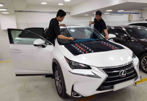 Dán cách nhiệt kính lái cho xe Lexus