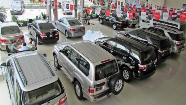 Mua bán ô tô cũ chính hãng tại đại lý